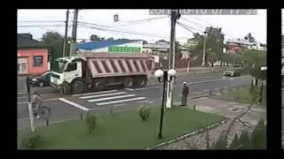 car crashes caught on camera 2013 part4  car crash