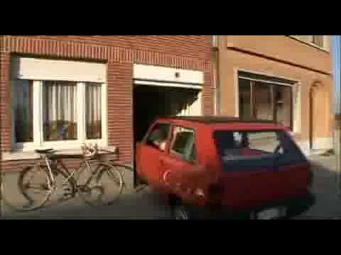Een Belg met zijn kleine garage