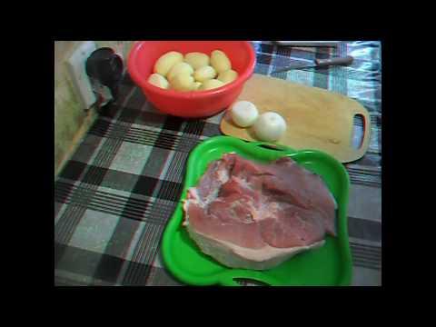 Жарю мясо свинины с карошкой в казане. Очень вкусно.