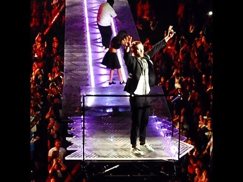 JUSTIN TIMBERLAKE's stage moves over crowd during