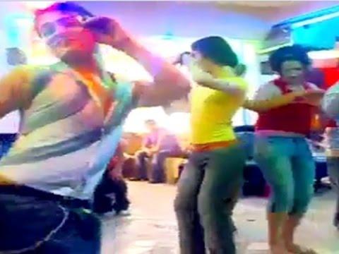 تيزنيت :فيديو لحفل شواذ داخل مقهى بالمدينة القديمة بطقوس نسائية thumbnail