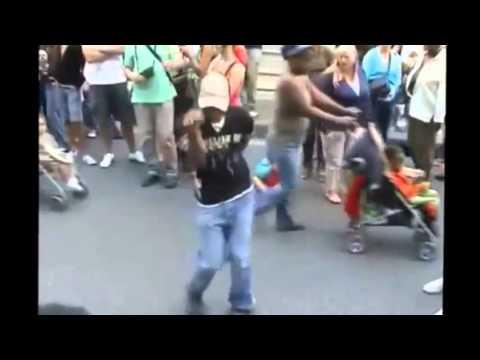 أجانب بيرقصوا شعبي thumbnail