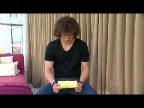 David Luiz se emociona lendo carta de sua mãe
