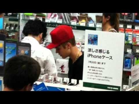 Justin Bieber and Selena Gomez Harajiku Tokyo (July 11, 2012)