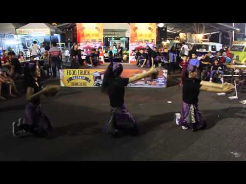 Wayang Hiphop Gundul Pacul- Breakthrough dance crew at FoodTruckVaganza