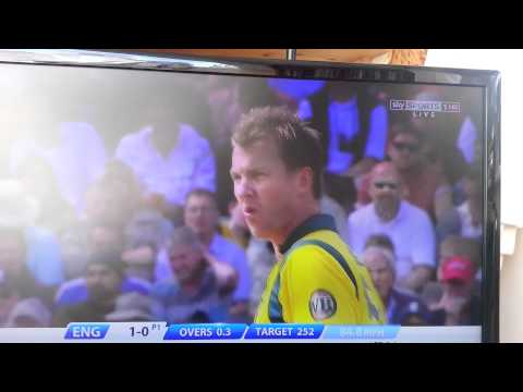 Ian Bell tries to deal with Brett Lee pace