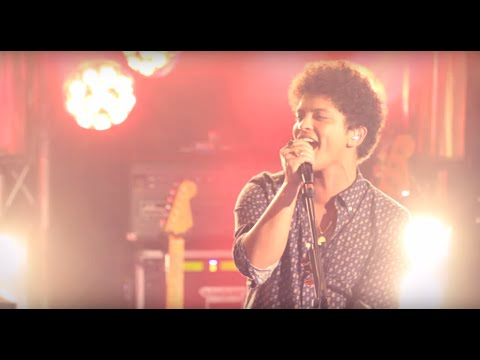 Bruno Mars - Locked Out Of Heaven [live In Paris] video