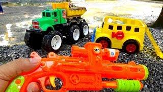 Toy trucks Đồ chơi xe ô tô tải may mắn tìm được đồ chơi trẻ em by Giai tri cho Be yeu