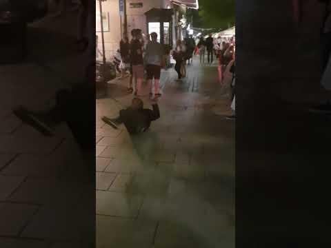 Żul Tańczy Freestyle. Rynek Główny W Krakowie.