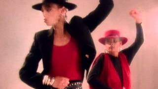 Watch Mel  Kim Showing Out video