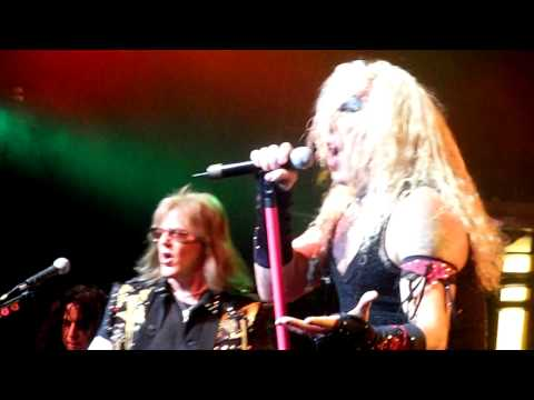 TWISTED SISTER - I SAW MOMMY KISSING SANTA CLAUS - NOKIA THEATRE, NYC 12/6/09