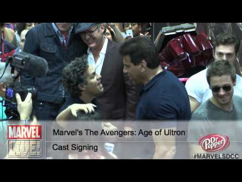 Two Hulks Collide as Mark Ruffalo and Lou Ferrigno Meet at SDCC 2014