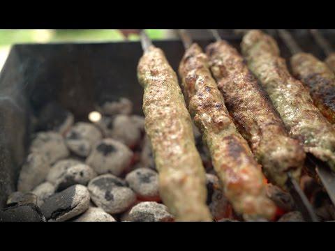 Люля-кебаб. В блендере или топориками? Курдюк или лук?