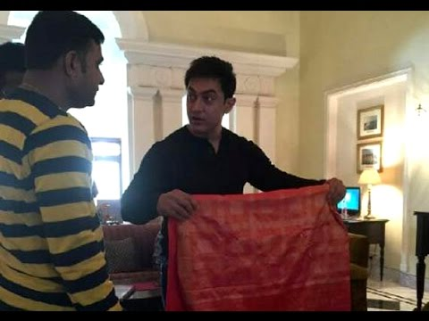 Aamir Khan shops for Banarasi sari For Anushka Sharma