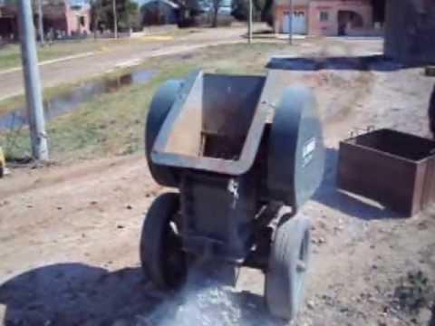 Moledora de hormig n y ladrillos el taurito youtube - Ladrillos de hormigon ...