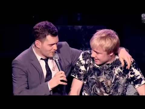 Michael Buble duets with 15-year-old Stafford boy (Sam Hollyman) - Feeling Good