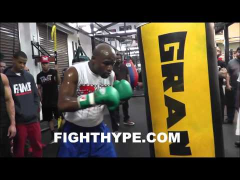 FLOYD MAYWEATHER BLASTS THE HEAVYBAG IN PREPARATION FOR MARCOS MAIDANA