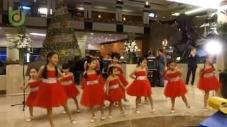 Đoàn ca thiếu nhi hát mừng Giáng sinh