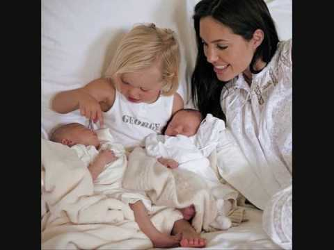 ANGELINA JOLIE AND FAMILY PICTURE