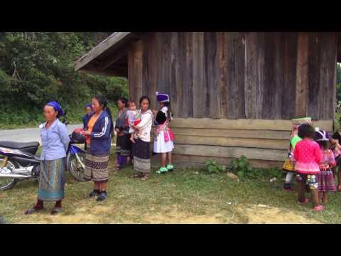 Hmong Lao New Year 2015 - Saib Hmoob LajHuab noj PebCaug - 2015.  (HD)