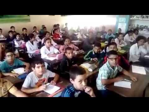 أستاذ يوثق بالفيديو اكتظاظ قسم بمدرسة بالدار البيضاء  و غياب شروط التعلم