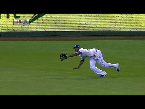 LAA@KC Gm3: Cain robs Pujols with stellar diving grab