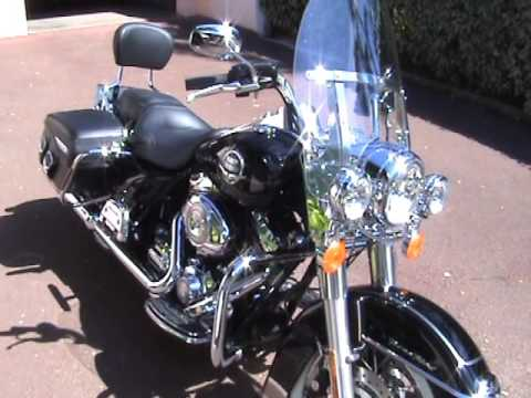 Road King Classic 2009 with US stock pipes.