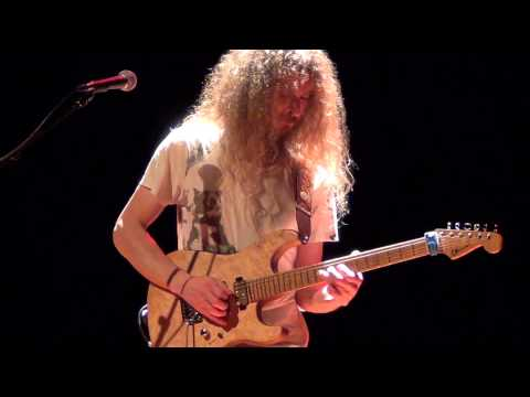 Guthrie Govan - Wave - Tremendous Performance !! - 16-10-2014 Valence (france) Master-class video