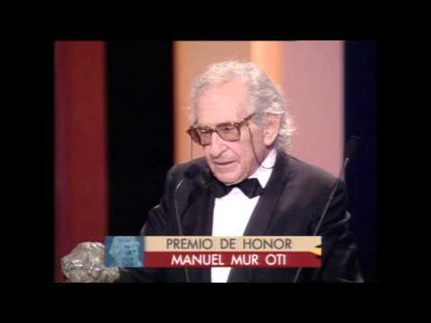 El director Manuel Mur Oti recibe el Goya de Honor en 1993