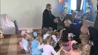 "Elton John plays piano and sings ""Circle of Life"" for orphan children in Ukraine"