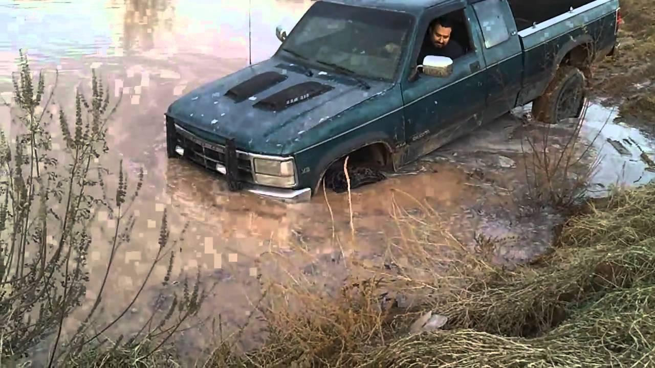 1993 Dodge Dakota Going Into A Large Mud Hole Youtube