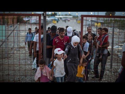 Migrantes víctimas crisis en Europa, cuentan su historia.
