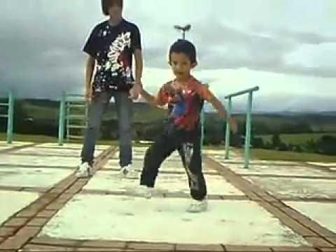 Мальчишке 3 годика ,но танцует клёво!