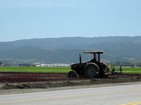 Tractor en el campo San Juan Bautista California USA Jack D Deal Videos