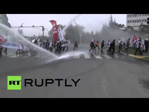 Turkey: Police fire WATER CANNON on teachers' protest