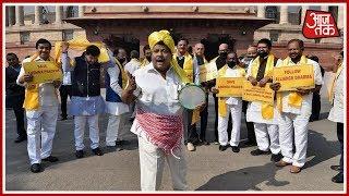 Shatak Aajtak: TDP Protests Outside VIdhan Sabha Over Special Status Row