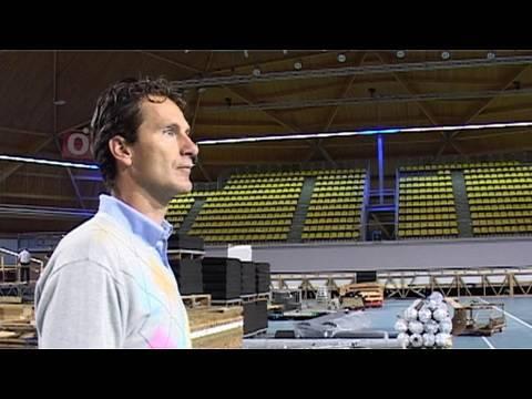 Jacco Eltingh telt af tot de AFAS テニス Classics