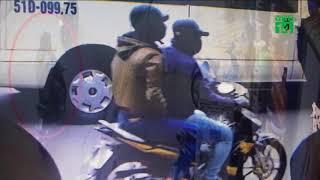 VTC14 | Lộ diện hai kẻ dùng súng cướp ngân hàng giữa ban ngày ở TP HCM