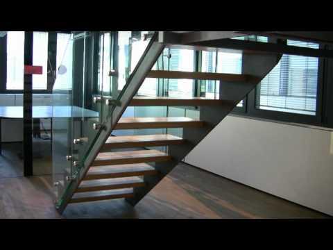 Scala a giorno in legno e vetro cristallo per arredamtenti - Estfeller finestre per tetti ...