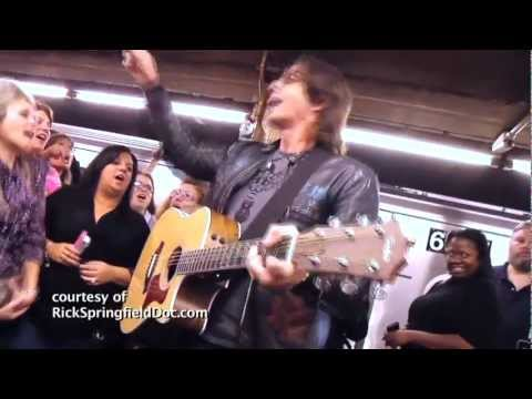 RICK SPRINGFIELD NYC Subway Performance DON'T TALK TO STRANGERS / ROLL OVER BEETHOVEN - HD