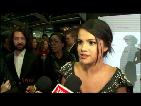 Selena Gomez & Cara Delevingne Snap a Red Carpet Selfie! thumbnail