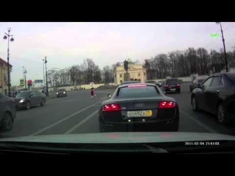 Неадекватный водитель на Audi R8 атакует Mazda