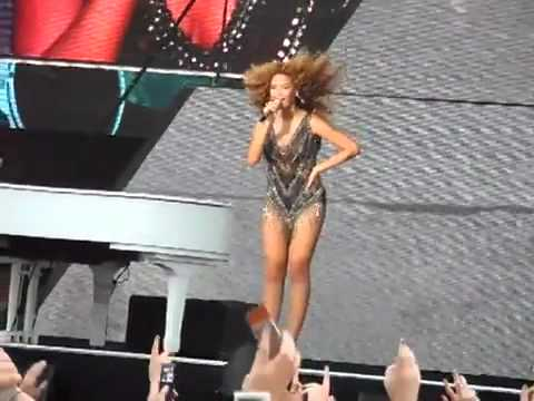 Beyoncé - [Irreplaceable] live at Oxegen 2011