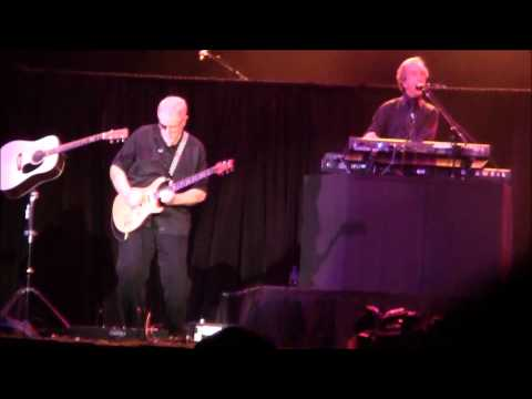 Recorded live at The Patriot Center in Fairfax,Virginia on November 10,2012. Steve playing Harmonica? Steve Walsh - Vocals,Keyboards,Harmonica Dave Hope Bass...