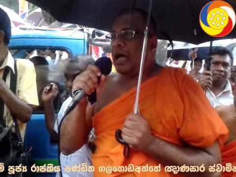 Ven GalagodaAththe Gnanasara Thero speaking at the Badulla Rally