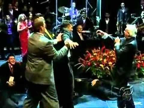 Benny Hinn - Increíble Demostración Del Poder De Dios video
