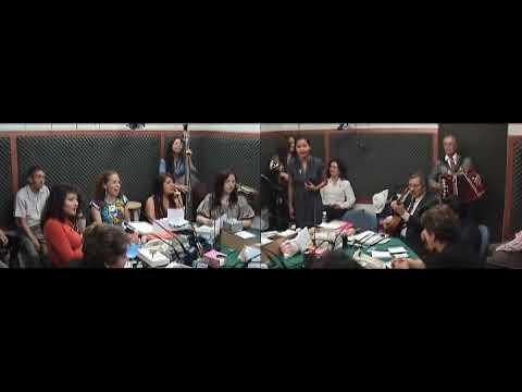 Gotita presume su vestido y canta a doble tono - Martinez Serrano