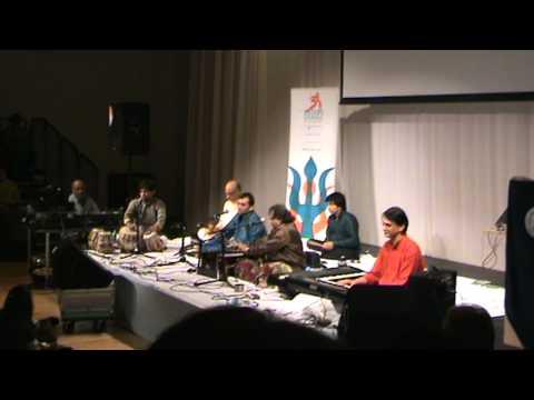 Chandi Jaisa Rang Hai Tera Sone Jaise Baal - Nayan Pancholi video
