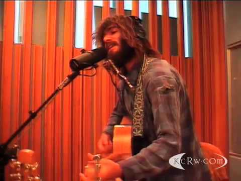 Angus and Julia Stone performing