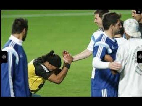 ¿Se arrodilló Ronaldinho ante Messi? || Mundial 2014 || Argentina